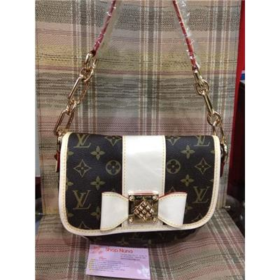 LV Monogram Canvas PATTI M40305